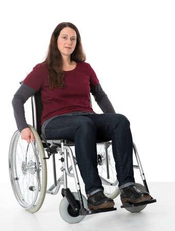 paraplegico: mujer joven en silla de ruedas