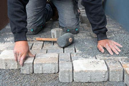 builder hands with pavior Standard-Bild