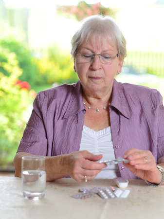 female senior with drugs 版權商用圖片 - 34571840