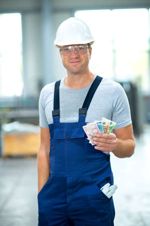 worker with his wages 版權商用圖片 - 34496205