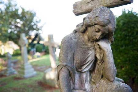 female sculpture on cemetery Standard-Bild