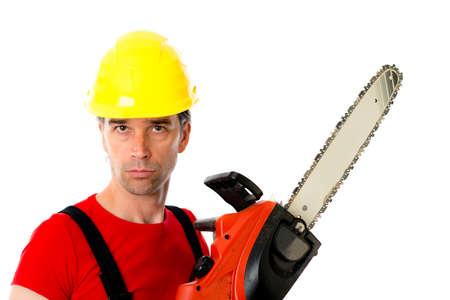 homme sauvage avec un casque et de la chaîne de scie