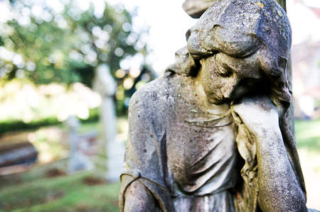 female sculpture on cemetery 版權商用圖片