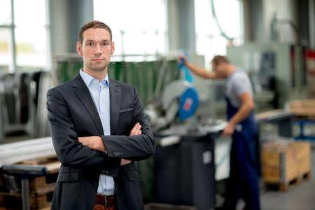 industriales: jefe joven en su f�brica