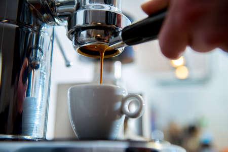 Porta filter espressomachine voor heldere achtergrond Stockfoto - 38739605
