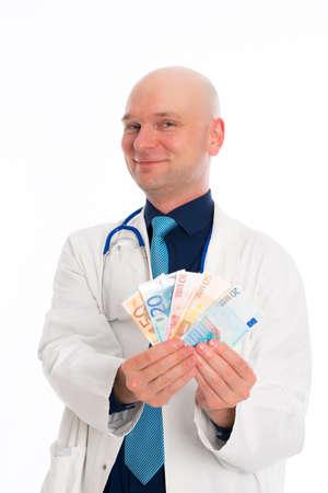 lab coat: Doctor joven amistoso con dinero en bata blanca de laboratorio Foto de archivo