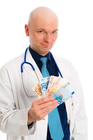 bata de laboratorio: Doctor joven amistoso con dinero en bata blanca de laboratorio Foto de archivo