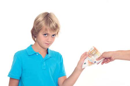money pocket: rubio ni�o a preservar su dinero de bolsillo - euros Foto de archivo