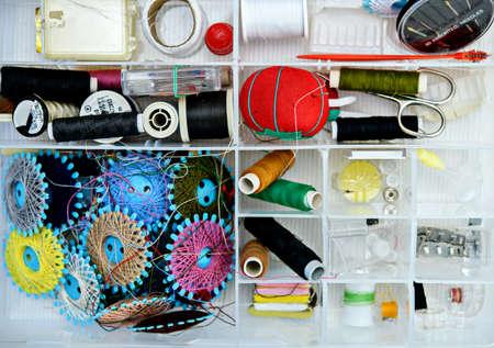a lot of colorful yarn in organizer box 版權商用圖片