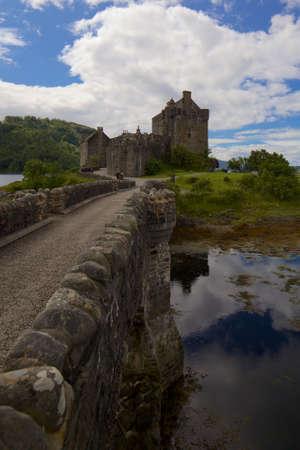 highlander: Castillo de Eilean Donan Escocia Foto de archivo