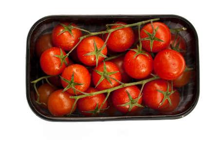 fondo transparente: Peque�os tomates en una bandeja negro. Fondo transparente