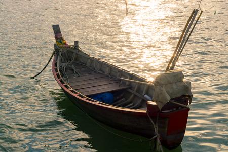 Petit bateau sur le grand océan. Banque d'images
