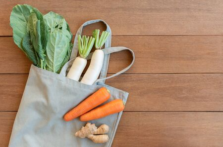 top view of vegetable with fabric bag on wooden table, copy space. reusable material for zero waste concept. 版權商用圖片
