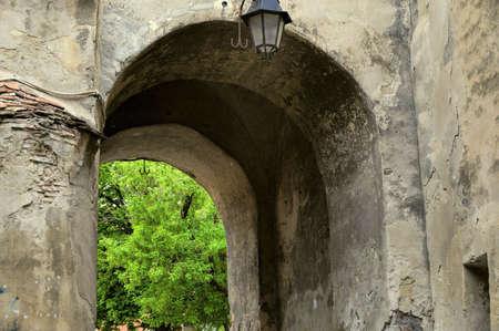 southern european: Arch