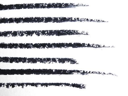 Gros plan d'un dessin au crayon eye-liner sur fond blanc Banque d'images - 48347607