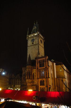 praga: Prague Castle at night in Czech Republic Editorial