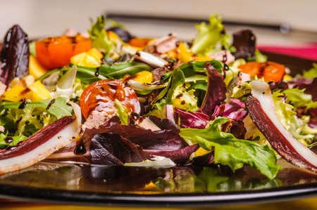 escarole: fresh salad with nuts, honey and vinegar
