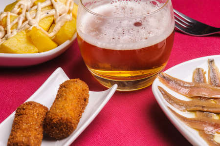 the tapas are small portions of food varied. They often share the tapa with others. It combines with beer