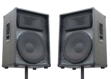 stereo: deux anciennes enceintes audio concerto sur fond blanc