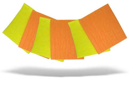 Gelb und orange Servietten isoliert auf weißem Hintergrund mit Schatten