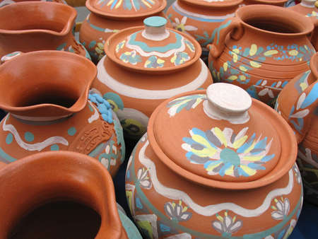 red clay: Clay pottery vase dishes with decorative pattern