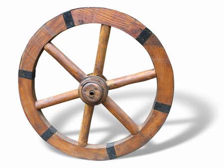 carreta madera: Rueda de carro antiguas de madera y de hierro revestidos, aislados sobre fondo blanco