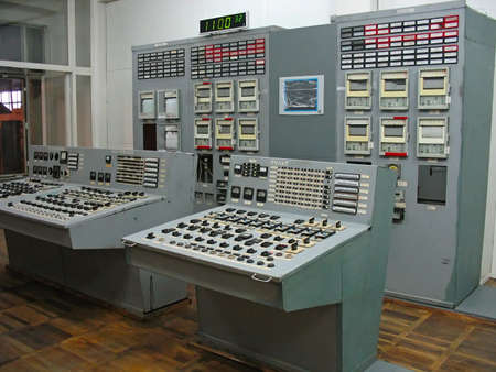 Bedieningspaneel van stoom turbine op elektrische energiecentrale Redactioneel