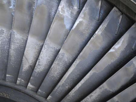 turbina de vapor: Antiguo álabes de la turbina del generador de vapor de potencia durante el proceso de reparación de la central Foto de archivo