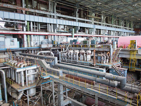 turbina de vapor: Generador de potencia y turbina de vapor durante la reparaci?n de la central Foto de archivo