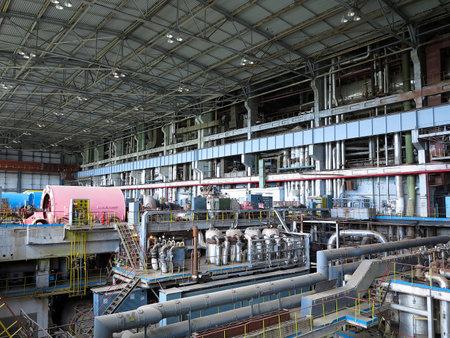 turbina de vapor: Generador de potencia y turbina de vapor durante la reparaci?n de la central Editorial