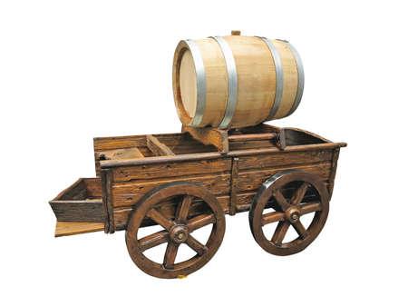 carreta madera: Carro de madera de la vendimia con el barril de vino aislado más de fondo blanco