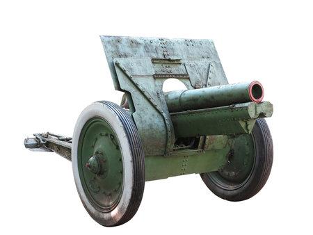 artillery shell: Arma viejo ca��n de artiller�a ruso aislado m�s de fondo blanco