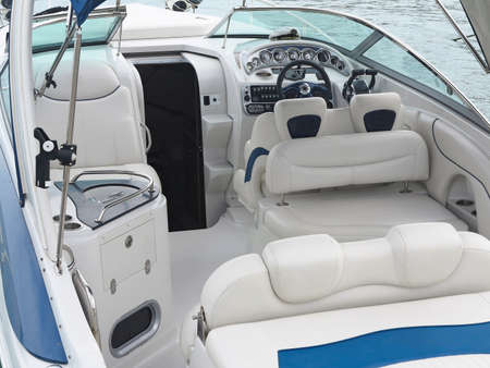 deportes nauticos: Steering wheel command pilot place on a white luxury yacht