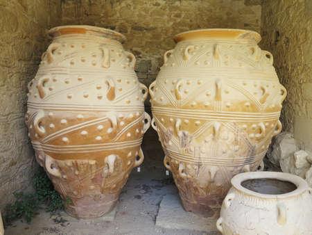 greek pot: Antico argilla Minoan Anfora a Malia, Creta, Grecia