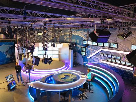 """04/05/2015, la Moldavie, """"Publika TV"""" studio NOUVELLES avec du matériel léger prêt à recordind libération."""