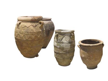 greek pot: Antico argilla minoica decorato anfora isolato su bianco