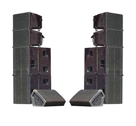 orador: altavoces de audio de gran alcance industriales concierto de la etapa viejos aislados en el fondo blanco Foto de archivo