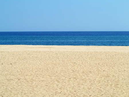 Leere Meer und Sandstrand Hintergrund an der Costa Brava, Spanien