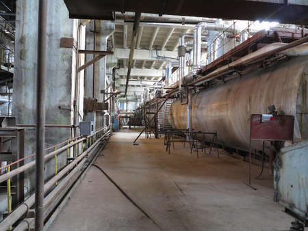 turbina de vapor: steam turbine, machinery, pipes, tubes at an power plant