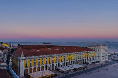 Commerce square (Praca do Comercio) from Rua Augusta Arch fabulous viewpoint, at dawn, in Lisbon, Portugal 免版税图像