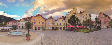 Frohnleiten, Austria- June 25, 2021: The main square with old buildings and Parish Church in the charming little town of Frohnleiten in the district of Graz-Umgebung, Styria region, Austria Éditoriale