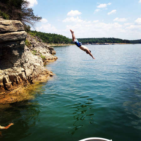 Cliff Diving at Lake Norfolk in Arkansas Stok Fotoğraf
