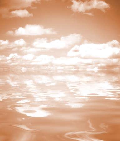 reflexion: Reflexi�n del cielo en la orilla del mar.