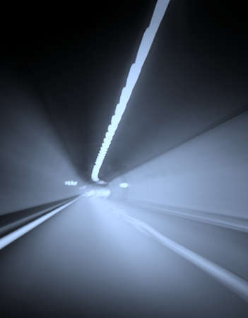 trails of lights: Auto luci sentieri in una galleria