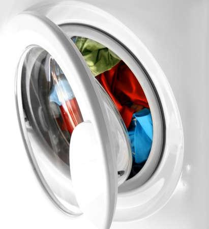 washing clothes: Coloridos camisa y pantalones en una lavander�a blanca.