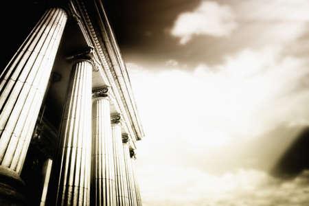 columnas romanas: Foto de columnas de gran freestone griego.