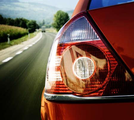 ford: Rode auto op de weg