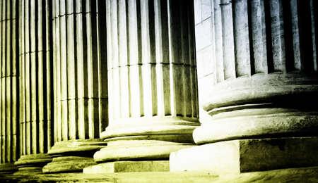 gerechtigheid: Close-up van een heldere klassieke pijler Stockfoto