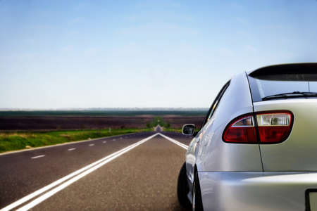 dream car: Coche deportivo en la autopista