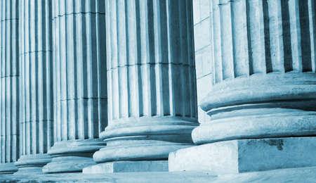columnas romanas: Primer plano de una columna cl�sica brillante Foto de archivo